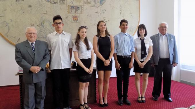 50 ezer forinttal támogatták Kalocsa legkiválóbb tanulóit